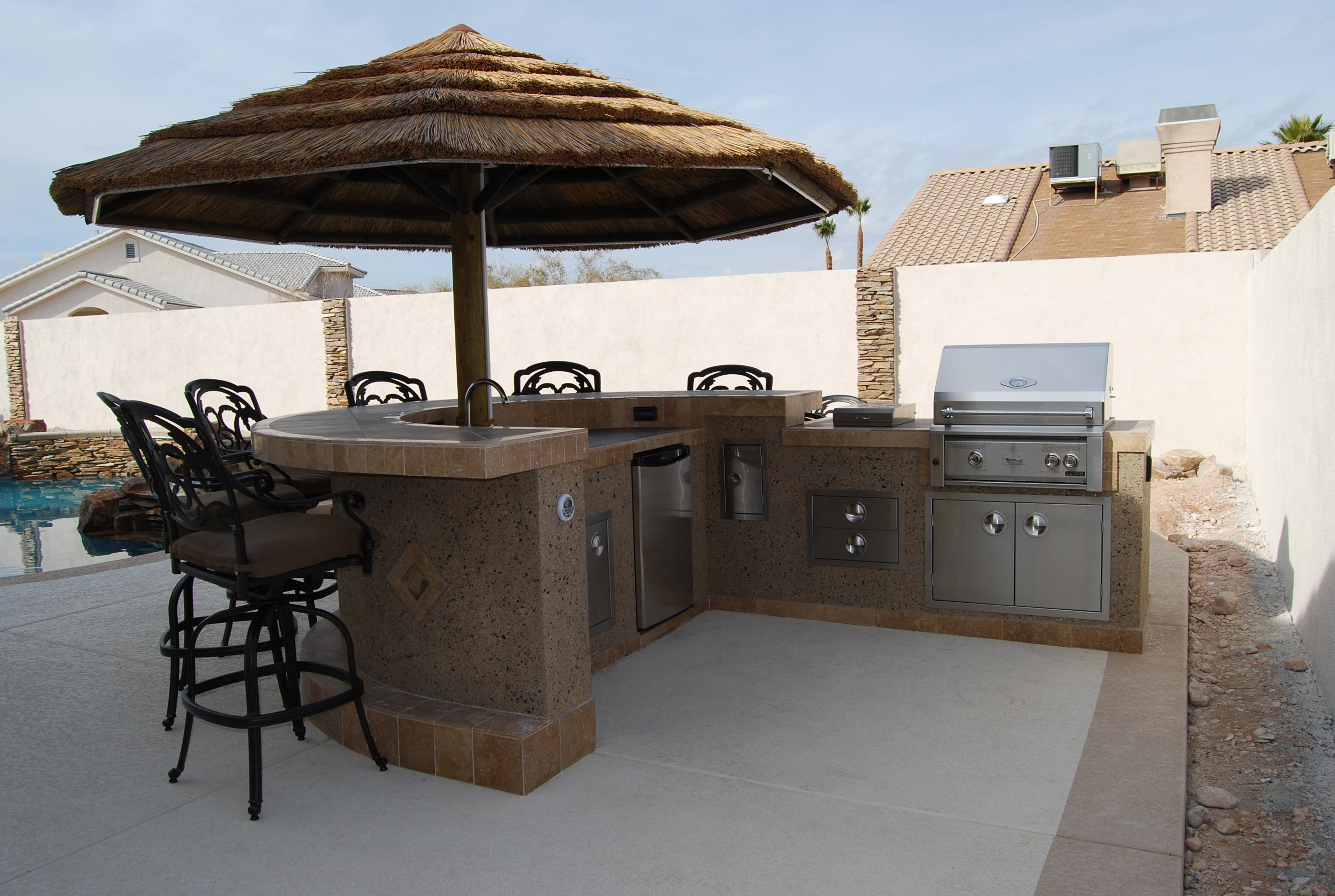 Outdoor Kitchen Islands for Great Socializing for picnic or gatherings