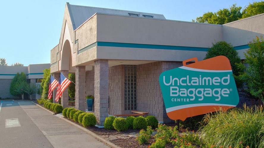 How to Keep Your Luggage from Winding Up at the Unclaimed Baggage Center