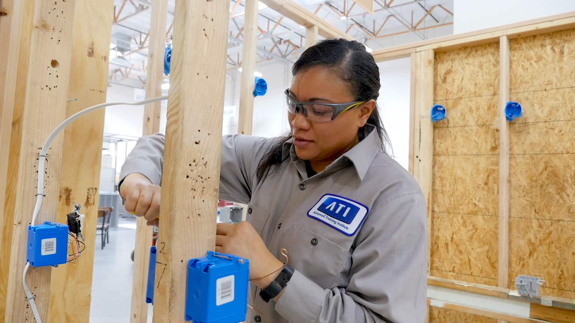 Understanding Of Electrical Contractor And An Electrician